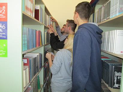Knjigotrag u knjižnici